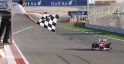 bahrain 2010 alonso chequered flag