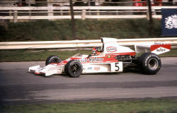 Emerson_Fittipaldi_McLaren_M23_1974_Britain