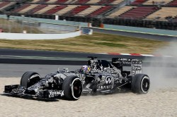 Ricciardo-Barc-Test-2015