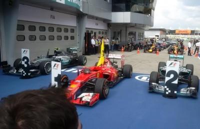 Ferrari-Mercedes-GP-Malesia-2015