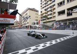 F1 Continua il dominio Mercedes, Vettel continua a crederci