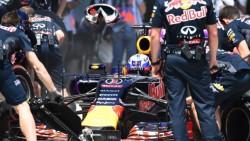 Ricciardo_Pit-Stop_Red-Bull_2015
