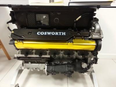 Un motore Cosworth nell'ufficio di Giancarlo Minardi
