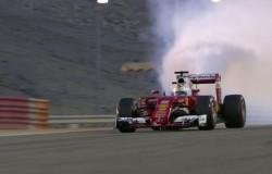 Vettel-Bahrain-2016-motore-fumo