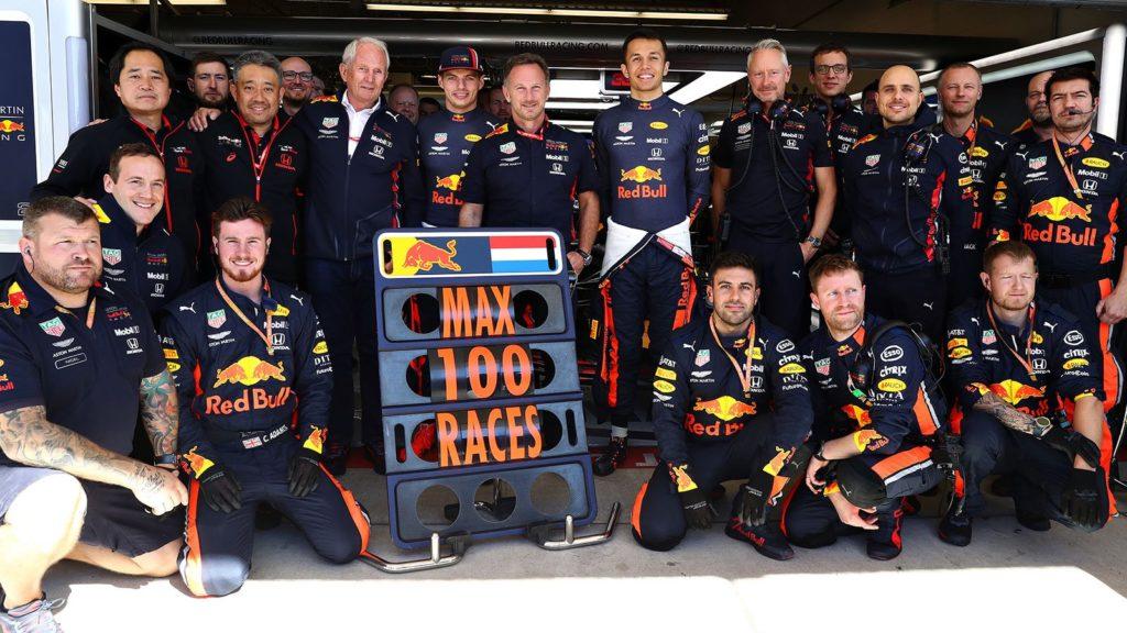 F1   Austin: 2019, il team Red Bull al completo festeggia le 100 gare in F1 di Max Verstappen